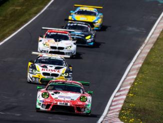Q24h 2021 Frikadelli Porsche vor Pulk Foto ADAC GruppeC 1536x1023 1 326x245 - 24h-RENNEN HEISS UMKÄMPFT WIE SELTEN ZUVOR